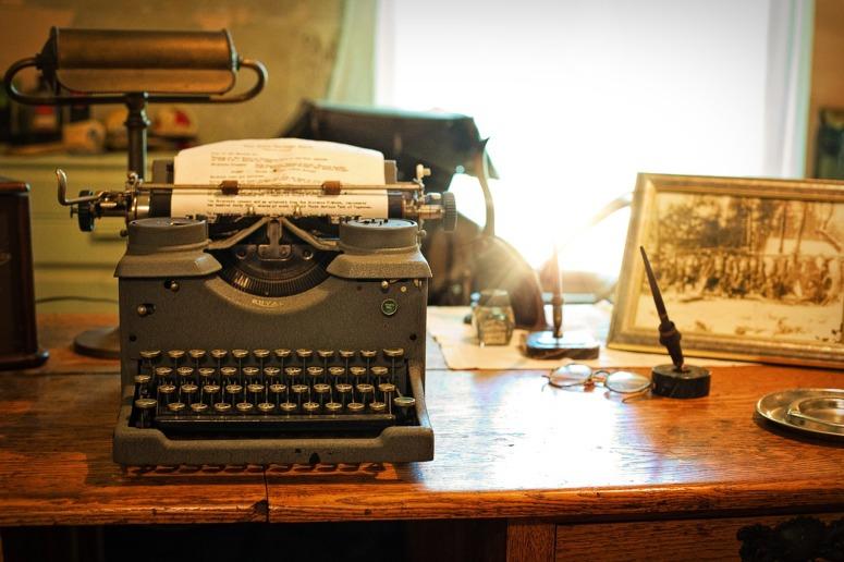 typewriter-2095754_1280